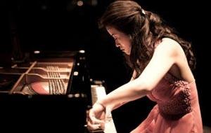 Chisato Kusunoki playing piano