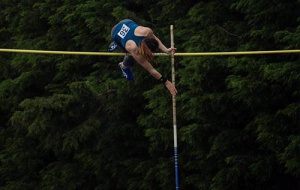 Esther Leong pole vaulting